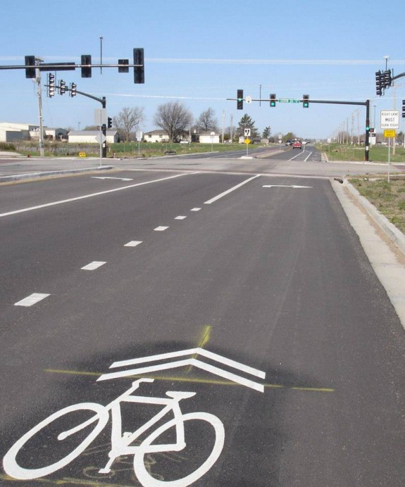 Another view of the sharrow and the turn arrow.